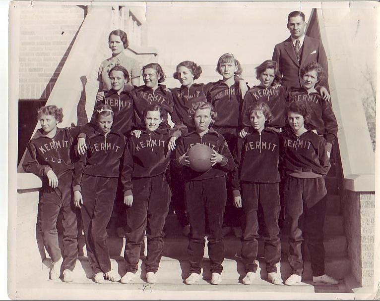 1932-33_Girls_BB_Team.JPG
